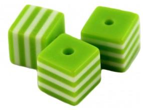 Koraliki kostki z żywicy paski 8x8mm zielone 6szt.